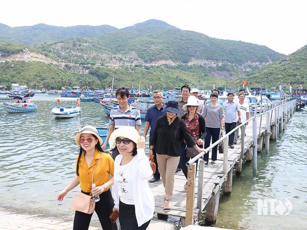 Đưa ngành du lịch dần trở thành ngành kinh tế mũi nhọn của tỉnh Ninh Thuận - Ảnh 1.