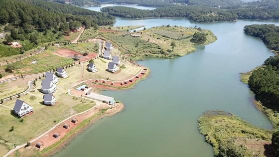 Xử lý dứt điểm các vi phạm tại Khu du lịch quốc gia hồ Tuyền Lâm   - Ảnh 1.