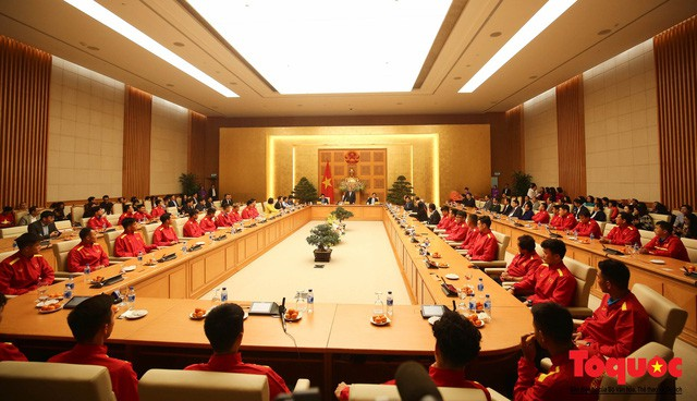 Thủ tướng Nguyễn Xuân Phúc: Đội tuyển Việt Nam là gam màu rất sáng đối với niềm tin của nhân dân trong phát triển thể thao của đất nước - Ảnh 1.