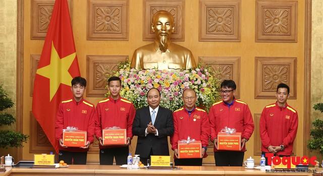 Thủ tướng Nguyễn Xuân Phúc: Đội tuyển Việt Nam là gam màu rất sáng đối với niềm tin của nhân dân trong phát triển thể thao của đất nước - Ảnh 13.