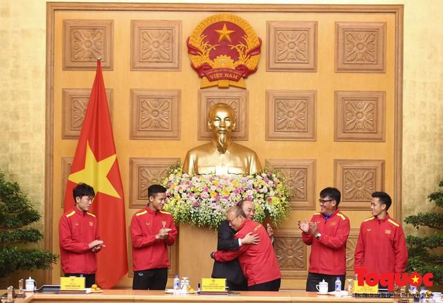 Thủ tướng Nguyễn Xuân Phúc: Đội tuyển Việt Nam là gam màu rất sáng đối với niềm tin của nhân dân trong phát triển thể thao của đất nước - Ảnh 15.