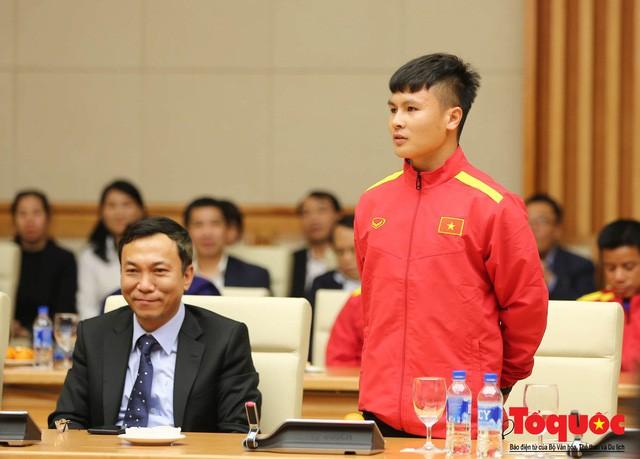 Thủ tướng Nguyễn Xuân Phúc: Đội tuyển Việt Nam là gam màu rất sáng đối với niềm tin của nhân dân trong phát triển thể thao của đất nước - Ảnh 5.