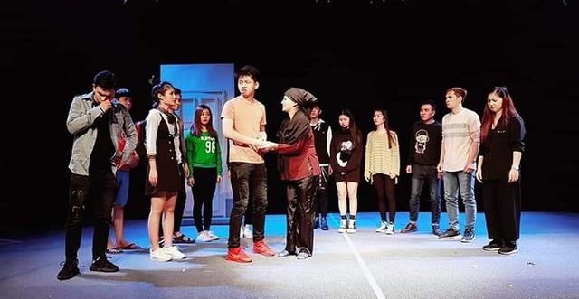 Công diễn vở Xe ôm - sản phẩm hợp tác giữa trường Đại học Sân khấu Điện ảnh (Việt Nam) và Sân khấu Nghệ thuật Aksan (Hàn Quốc) - Ảnh 1.