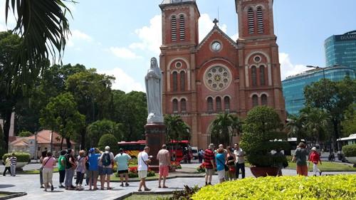 Tổ chức đón đoàn khách quốc tế và nội địa đầu tiên đến Thành phố Hồ Chí Minh năm 2019   - Ảnh 1.