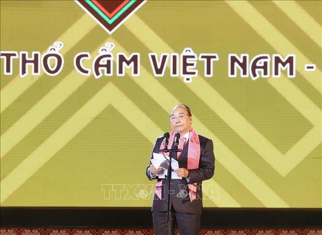 Thủ tướng: Hãy để mỗi tấm thổ cẩm là câu chuyện đặc sắc về lịch sử, văn hóa của 54 dân tộc anh em