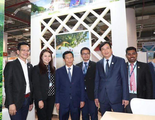 Bộ trưởng Nguyễn Ngọc Thiện thăm Hội chợ Du lịch Travex 2019 - Ảnh 2.