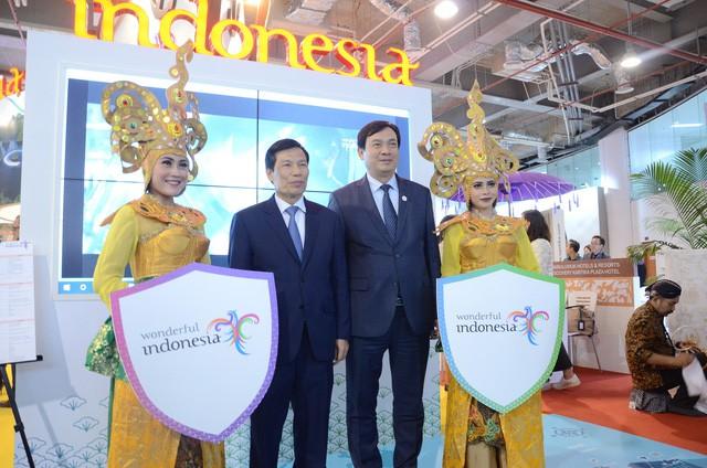 Bộ trưởng Nguyễn Ngọc Thiện thăm Hội chợ Du lịch Travex 2019 - Ảnh 5.
