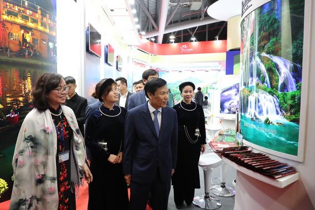 Bộ trưởng Nguyễn Ngọc Thiện thăm Hội chợ Du lịch Travex 2019 - Ảnh 7.