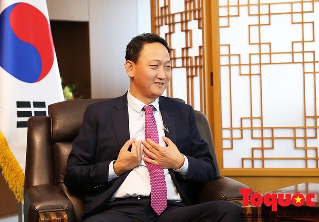 Đại sứ Hàn Quốc tại Việt Nam Kim Do Hyun: Nếu thắng Nhật Bản, Việt Nam hoàn toàn có thể vươn ra vũ đài bóng đá quốc tế - Ảnh 1.