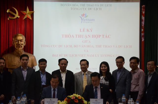 Lễ ký thỏa thuận hợp tác giữa Tổng cục Du lịch với  Đại sứ du lịch Việt Nam - Ảnh 1.
