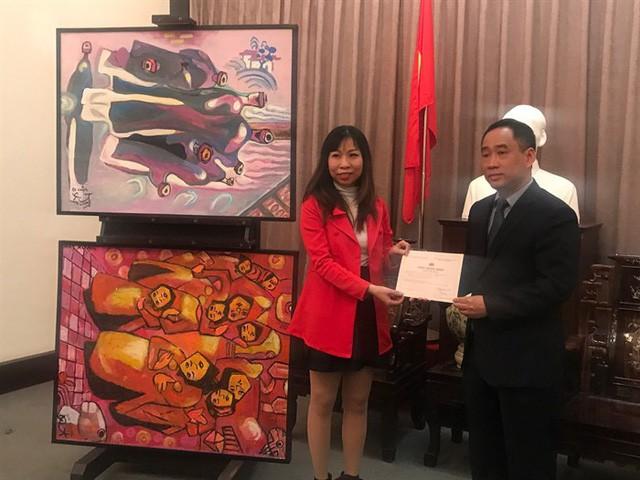 Bảo tàng Mỹ thuật Việt Nam tiếp nhận tranh của họa sĩ Việt kiều Mỹ - Ảnh 4.