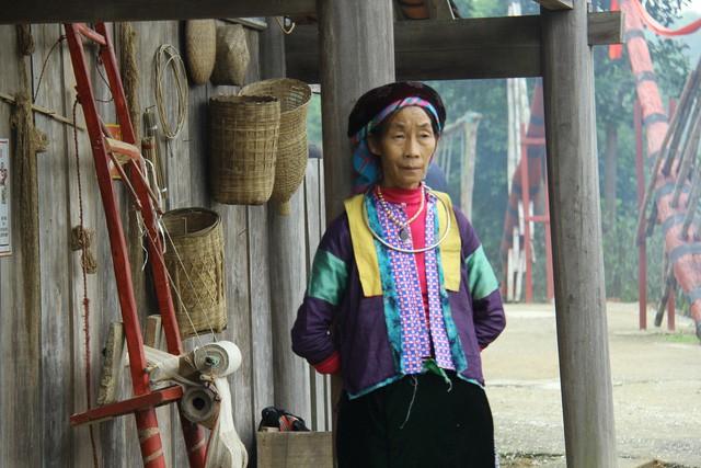 Lễ cúng công cụ sản xuất – Nét văn hóa độc đáo ngày Tết của người Mông ở Hà Giang - Ảnh 1.