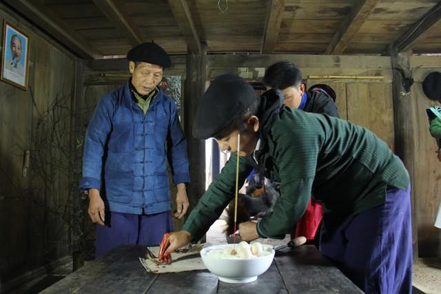 Lễ cúng công cụ sản xuất – Nét văn hóa độc đáo ngày Tết của người Mông ở Hà Giang - Ảnh 3.