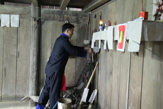 Lễ cúng công cụ sản xuất – Nét văn hóa độc đáo ngày Tết của người Mông ở Hà Giang - Ảnh 5.