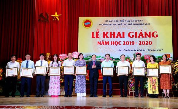 Thứ trưởng Tạ Quang Đông dự lễ Khai giảng năm học mới tại Trường Đại học TDTT Bắc Ninh  - Ảnh 3.
