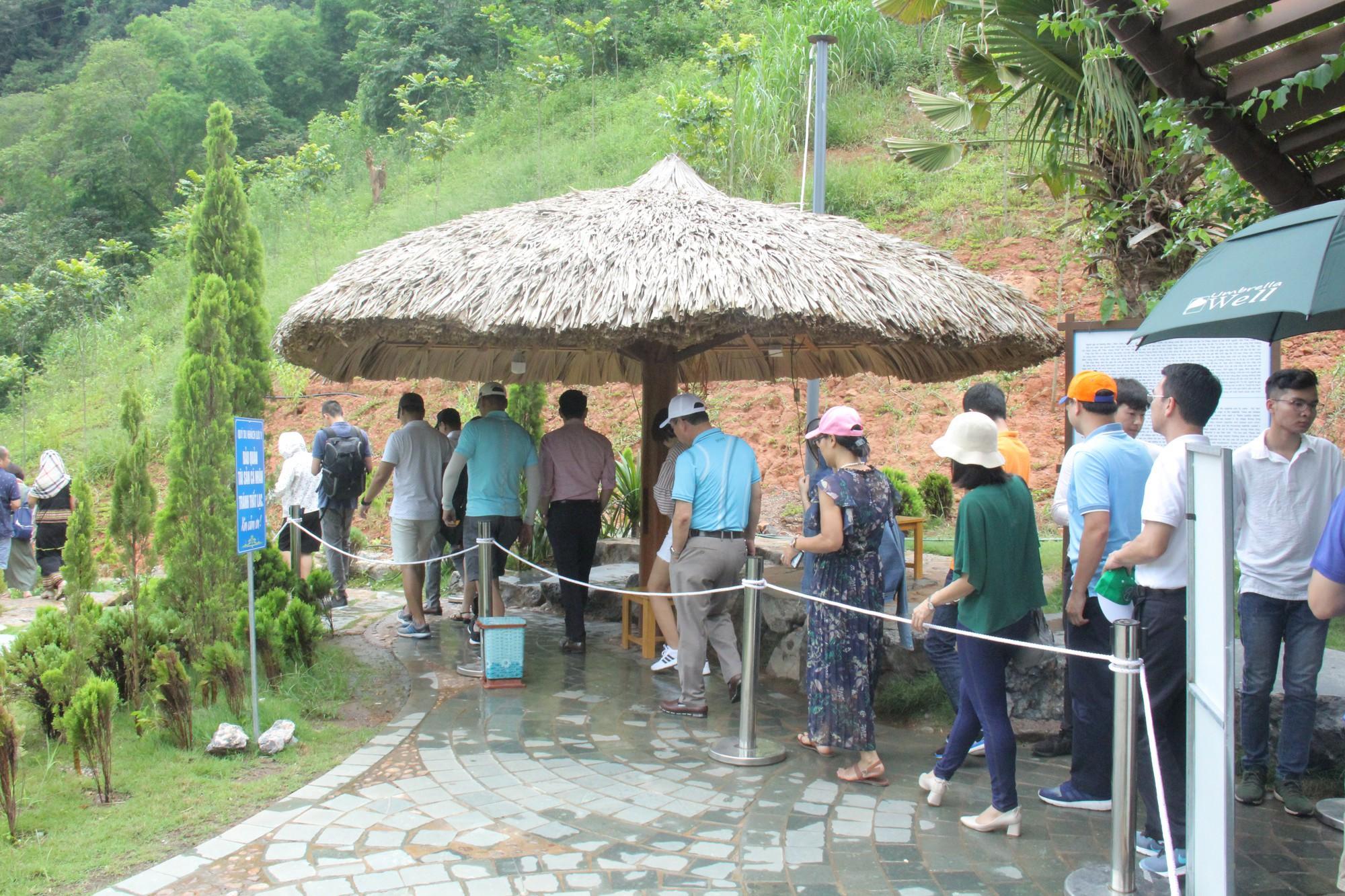 Ngỡ bỏ rào cản về chính sách thị thực để thu hút khách quốc tế đến Việt Nam nhiều hơn - Ảnh 3.