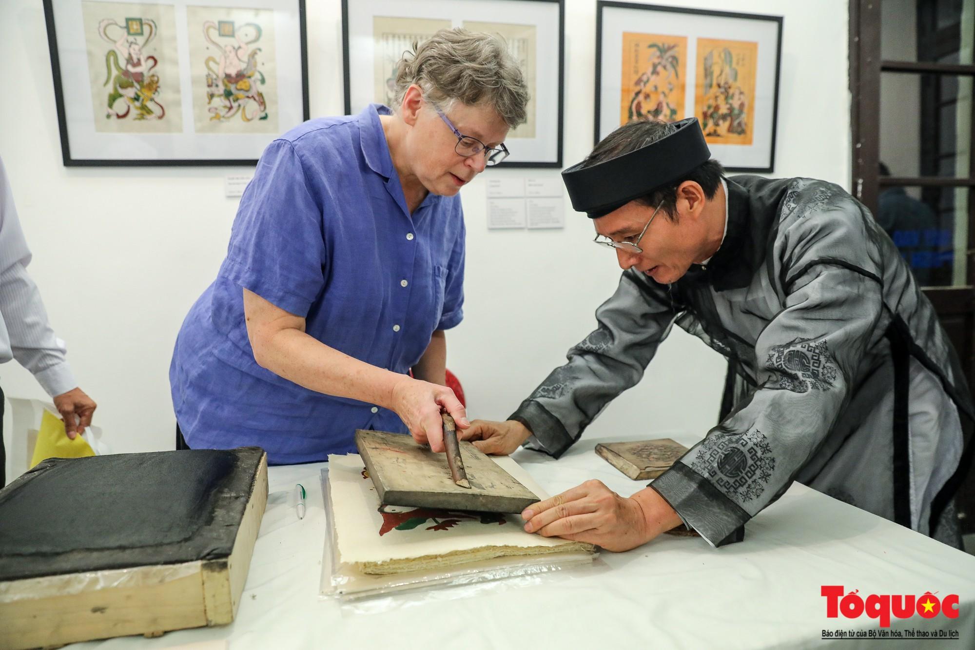 """Khai mạc triển lãm """"Tranh dân gian Đông hồ xưa và nay"""": Trưng bày hơn 100 hiện vật của tranh dân gian Đông Hồ - Ảnh 13."""