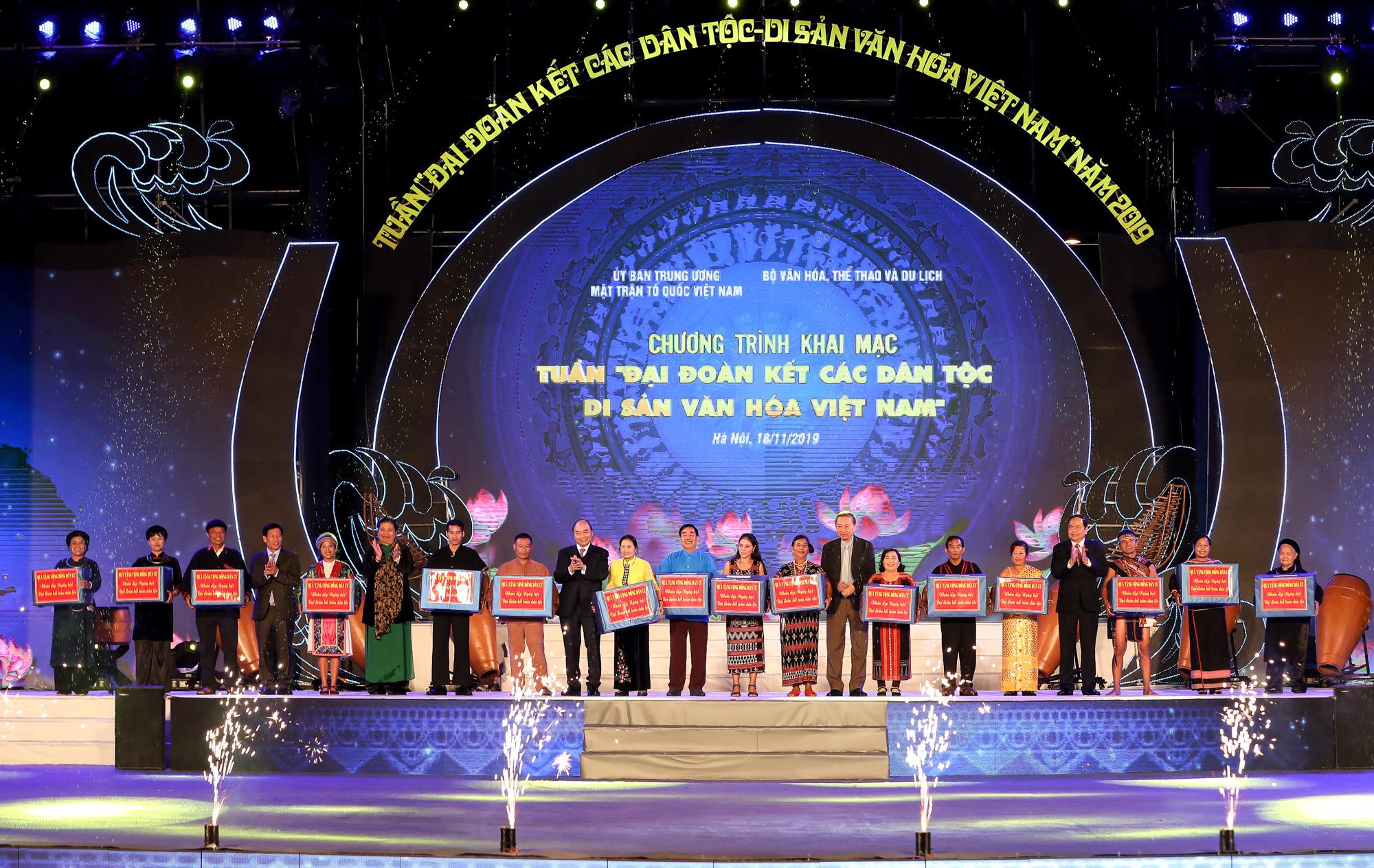 """Thủ tướng Nguyễn Xuân Phúc: """"Truyền thống đại đoàn kết, trên dưới một lòng đã làm nên sức mạnh vô bờ bến cho dân tộc Việt Nam""""  - Ảnh 3."""
