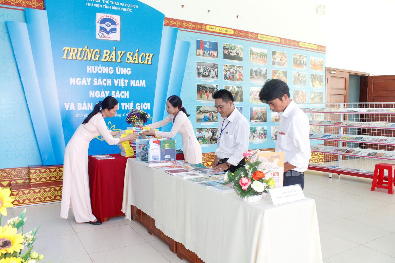 45 đợt trưng bày được Thư viện tỉnh Bình Phước tổ chức trong năm 2019 - Ảnh 1.