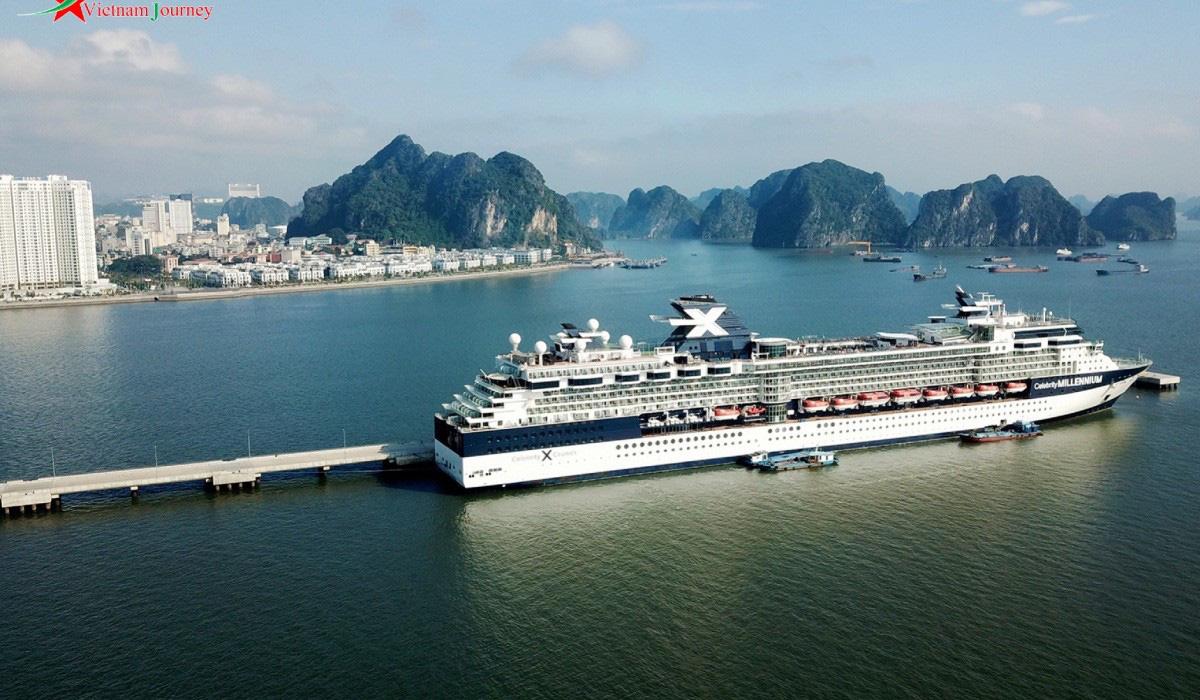 Quảng Ninh: Hơn 4 triệu lượt khách đến vịnh Hạ Long trong năm 2019 - Ảnh 1.