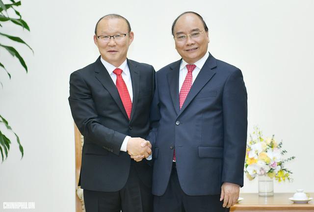 Thủ tướng Nguyễn Xuân Phúc gửi thư chúc mừng, động viên HLV Park Hang-seo - Ảnh 1.