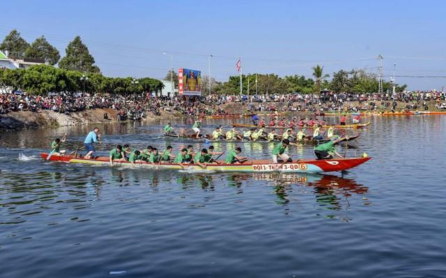 Sôi nổi Hội đua thuyền đầu xuân Kỷ Hợi các tỉnh Tây Nguyên - Ảnh 1.