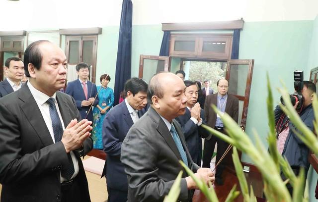Đầu xuân Kỷ Hợi 2019, Thủ tướng dâng hương và trồng cây lưu niệm tại Khu di tích Chủ tịch Hồ Chí Minh tại Phủ Chủ tịch  - Ảnh 1.