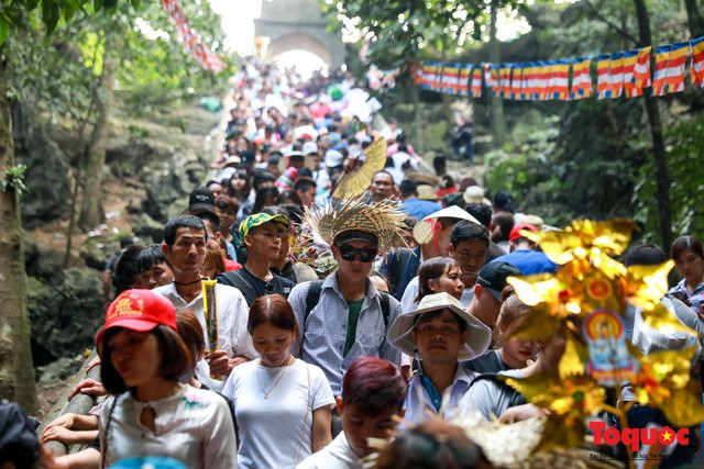 Thủ tướng yêu cầu Bộ VHTTDL tăng cường kiểm tra, xử lý, không để xảy ra các hoạt động phản cảm trong lễ hội - Ảnh 1.
