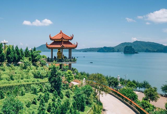 Đầu xuân về chiêm bái ngôi chùa  được xây dựng nơi cửa ải vùng Đông Bắc của Tổ quốc - Ảnh 2.
