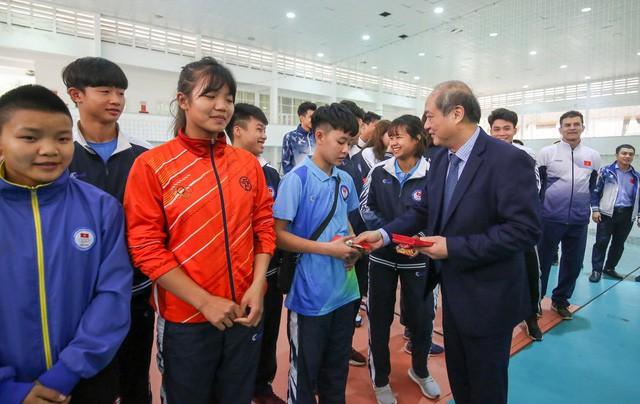 Hình ảnh Bộ trưởng Nguyễn Ngọc Thiện thăm và chúc Tết các VĐV, HLV  - Ảnh 4.