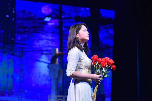 """Nhà hát Tuổi trẻ công diễn vở """"Tin ở hoa hồng"""" - Ảnh 1."""
