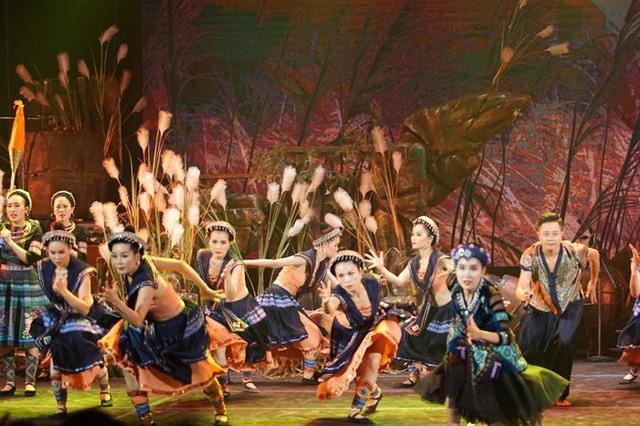 Nhà hát Ca múa nhạc dân gian Việt Bắc: Sáng tạo để tìm đất sống… - Ảnh 2.