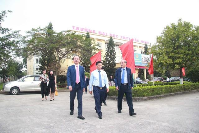 Bộ trưởng Nguyễn Ngọc Thiện thăm và làm việc với Trường Đại học Thể dục, Thể thao Bắc Ninh  - Ảnh 2.