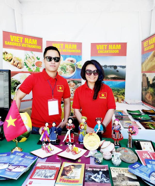 Gian hàng Việt Nam được rất nhiều bạn Mexico yêu thích tại Lễ hội Phương Đông - Ảnh 1.