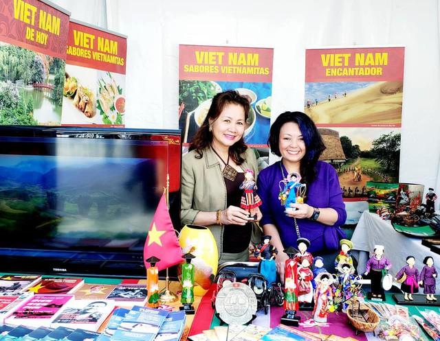 Gian hàng Việt Nam được rất nhiều bạn Mexico yêu thích tại Lễ hội Phương Đông - Ảnh 2.