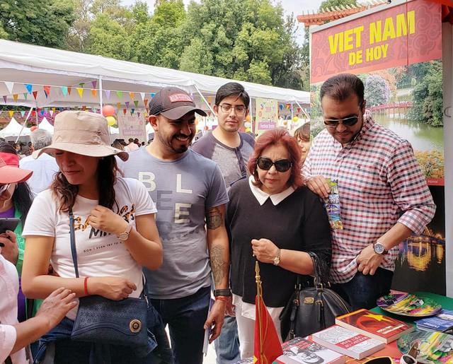 Gian hàng Việt Nam được rất nhiều bạn Mexico yêu thích tại Lễ hội Phương Đông - Ảnh 5.