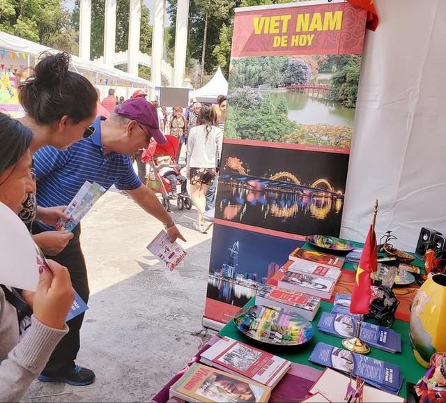 Gian hàng Việt Nam được rất nhiều bạn Mexico yêu thích tại Lễ hội Phương Đông - Ảnh 6.