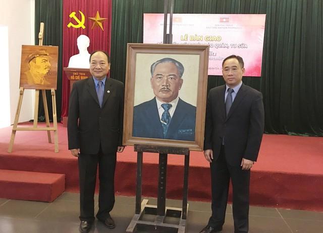 Việt Nam bàn giao 04 tác phẩm mỹ thuật bảo quản, tu sửa cho Lào - Ảnh 1.