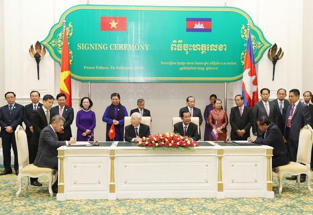 Vietnam Airlines và Bộ Du lịch Campuchia hợp tác phát triển du lịch  giai đoạn 2019-2021 - Ảnh 1.