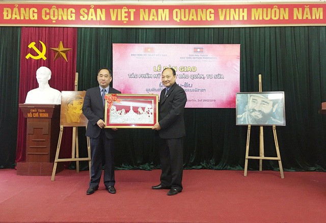 Việt Nam bàn giao 04 tác phẩm mỹ thuật bảo quản, tu sửa cho Lào - Ảnh 2.