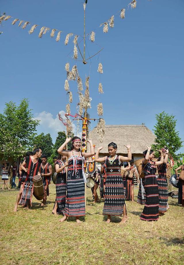 Để Làng Văn hóa – Du lịch các dân tộc Việt Nam mãi lan tỏa giá trị văn hóa, gắn kết cộng đồng các dân tộc  - Ảnh 4.