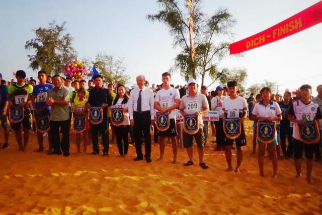 Bình Thuận: Sôi nổi Hội thi chạy vượt đồi cát Mũi Né mừng xuân Kỷ Hợi - Ảnh 1.