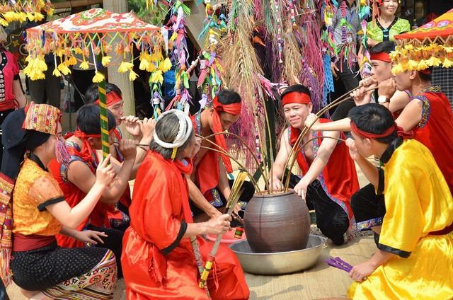 Vụ Văn hóa dân tộc: Nỗ lực bảo tồn và phát huy văn hóa truyền thống các dân tộc thiểu số - Ảnh 4.