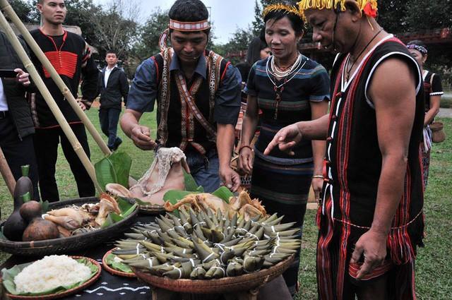 Tái hiện Lễ trỉa hạt của các dân tộc Tây Nguyên tại Làng  - Ảnh 1.