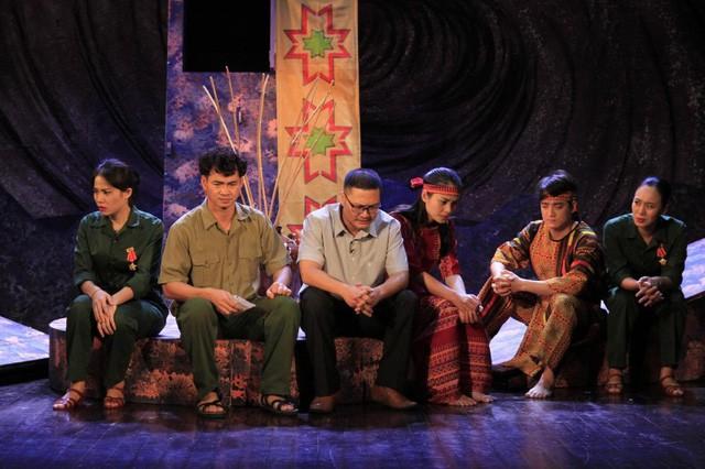 Nhà hát Kịch Việt Nam biểu diễn phục vụ cán bộ và nhân dân tỉnh Hà Giang - Ảnh 1.