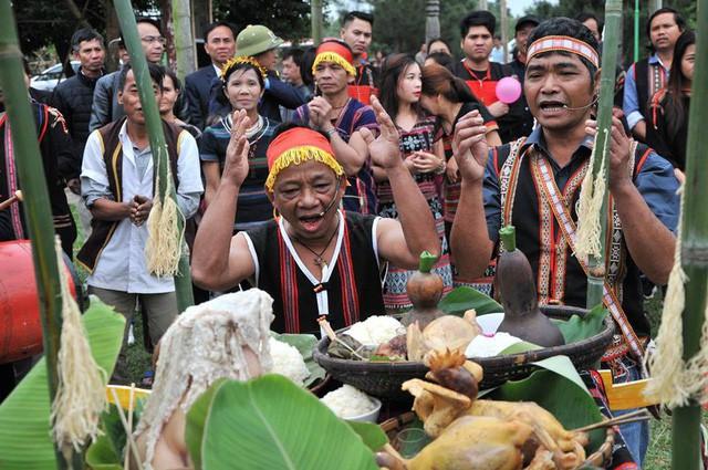 Tái hiện Lễ trỉa hạt của các dân tộc Tây Nguyên tại Làng  - Ảnh 2.