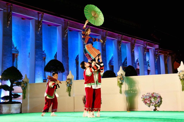Nghệ thuật Việt Nam được bạn bè quốc tế đánh giá cao tại Liên hoan các dân tộc Asean - Ảnh 1.