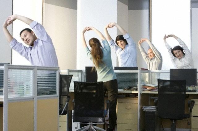 Bộ VHTTDL hướng dẫn tổ chức tập thể dục giữa giờ cho cán bộ, công chức, viên chức, người lao động - Ảnh 1.