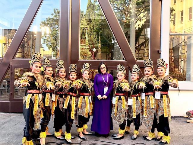 Nghệ thuật Việt Nam được bạn bè quốc tế đánh giá cao tại Liên hoan các dân tộc Asean - Ảnh 3.