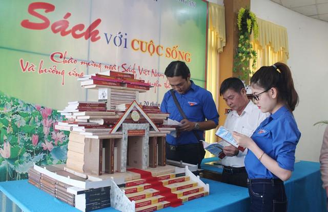 Sách - nguồn tri thức vô tận tại Ngày sách Việt Nam tỉnh Bắc Ninh năm 2019 - Ảnh 1.